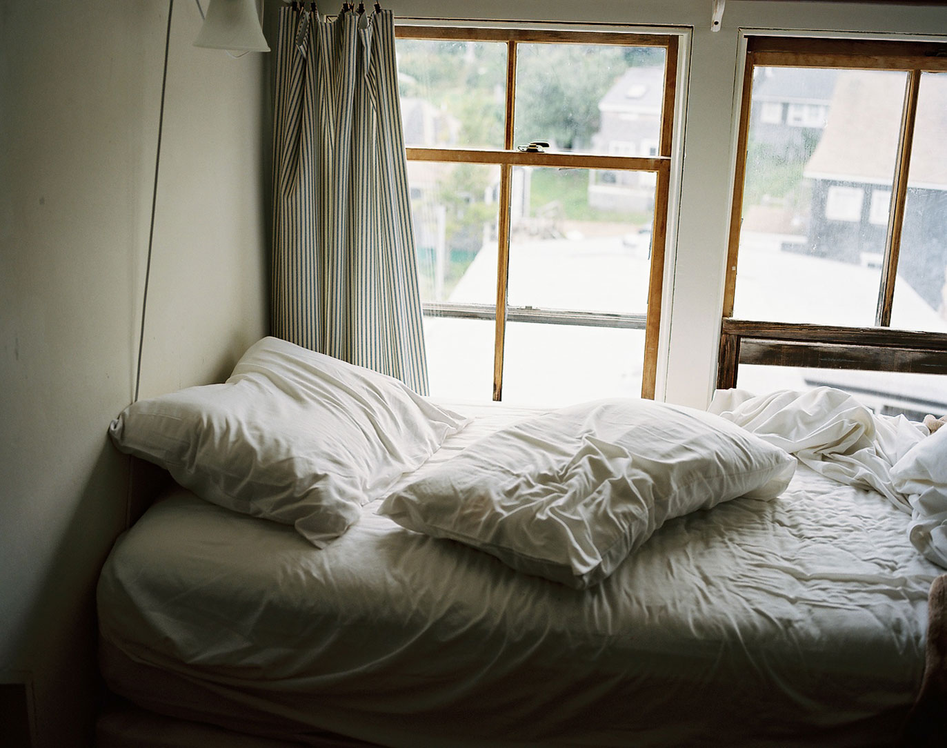 22-UnmadeBed
